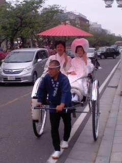 新婚道中(5月6日、若宮大路)