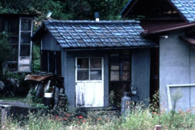 詰所棟左端(JR伯備線新見駅,1998/9/20)(s104-33a)