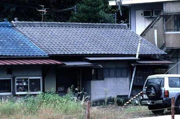詰所棟右側(JR伯備線新見駅,1998/9/20)(s104-33c)