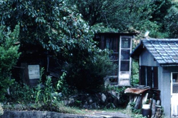 小屋(詰所左端奥,JR伯備線新見駅,1998/9/20)(s104-33d)