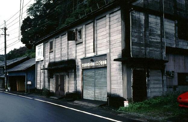 倉庫の一角の消防分団ポンプ格納庫(JR豊肥本線豊後竹田駅)(s107-37)