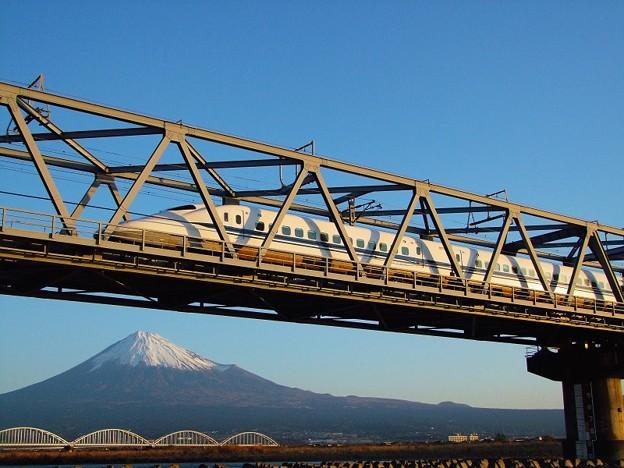 新春の富士と700系