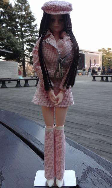 J5ジェニー用ファッションウェアを着て府中に来たREINA(東京競馬場にて)