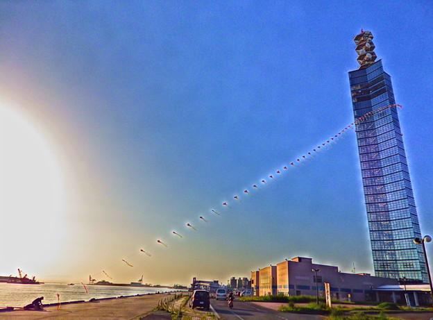 連凧とポートタワー セリオン