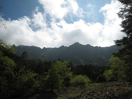 行者小屋手前から見る八ヶ岳