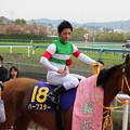 写真: 表彰式へ向かう川田さん