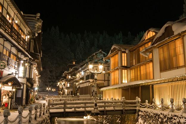 写真: 銀山温泉
